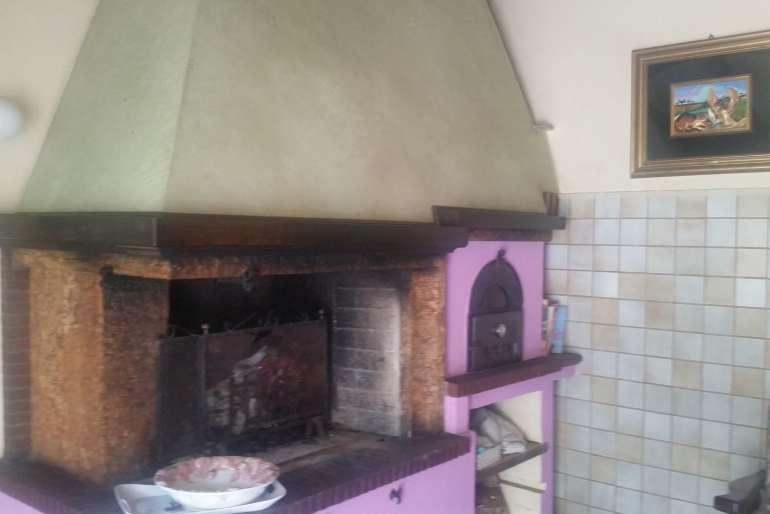 caminetto con forno a legna